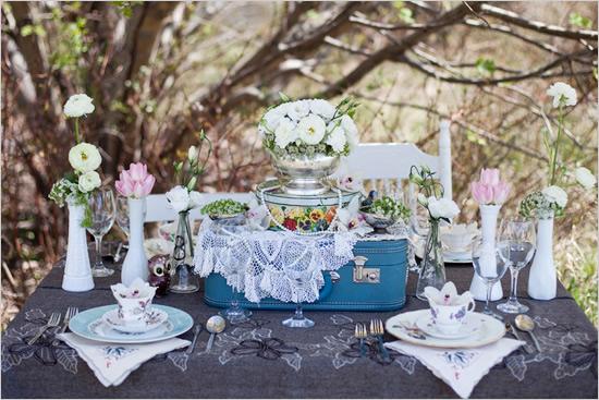 shabby chic wedding table - The Wedding Chicks