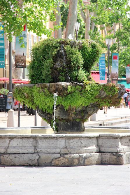 Aix en Provence Fontaine Cours Mirabeau